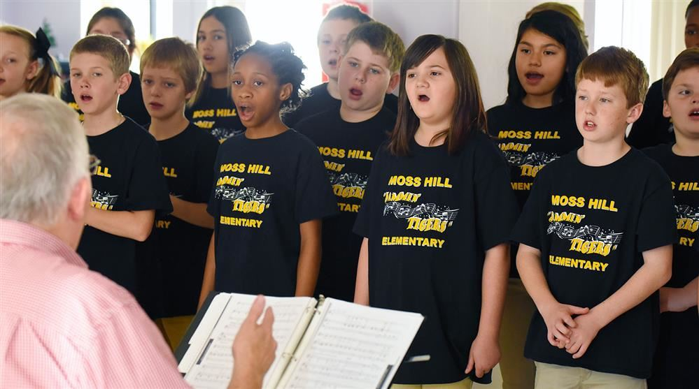 Moss Hill chorus performs at Christmas